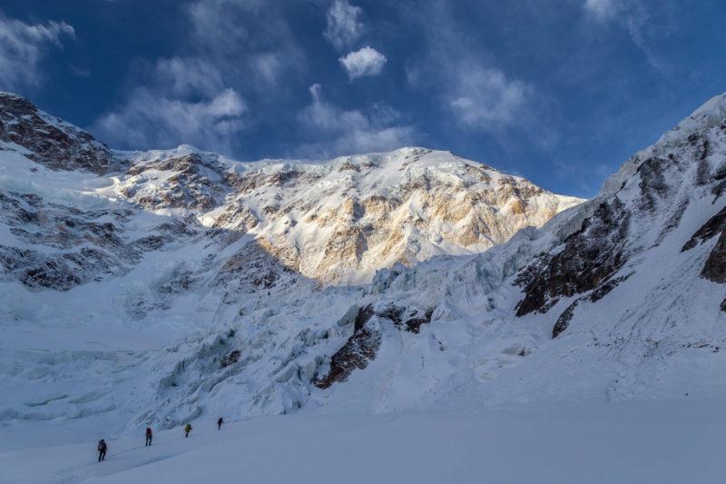 Под ледопадом перевала Дикий