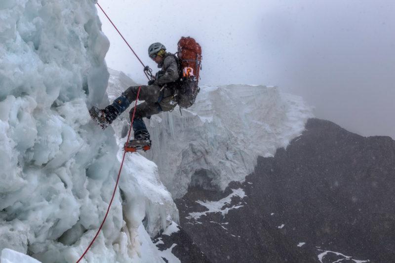 Перила в ледопаде Дикого