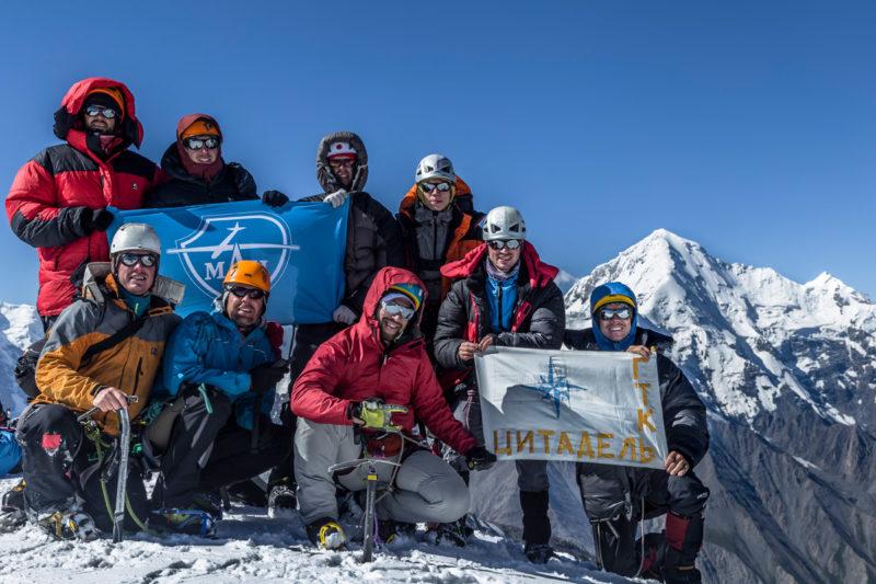 Команда на перевале Чонташ