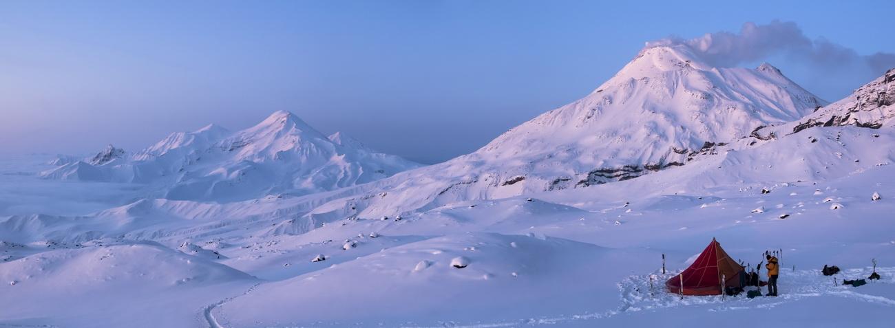 Лагерь среди вулканов Камчатки