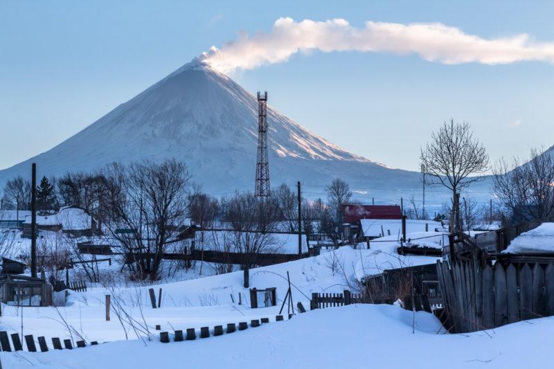 Вид из Ключей. Слева - Ключевская, правее - вулканы Средний и Крестовский