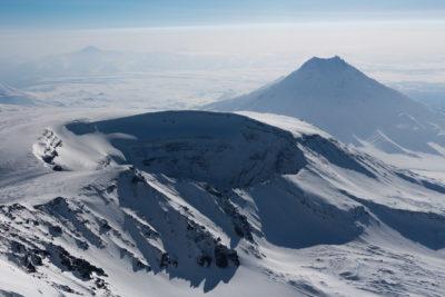 Кратер Плоского Толбачика и вулкан Большая Удина