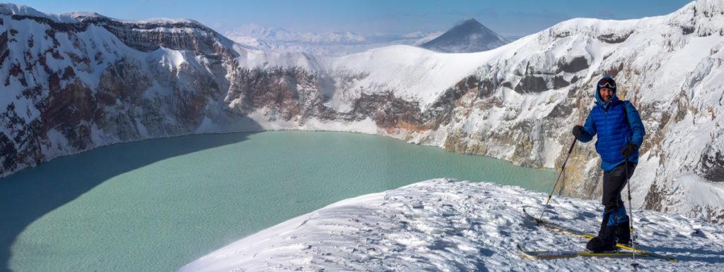 Кислотное озеро в кратере Нового Семячика