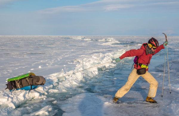 Через трещину на льду