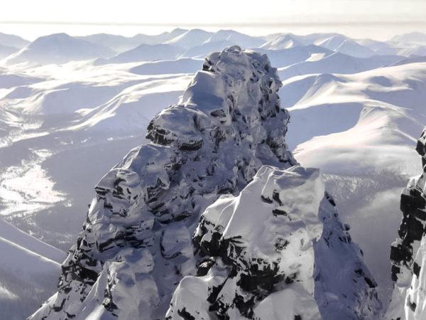 Третяя вершина Манараги с первой вершины