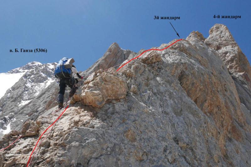 Подъем по гребню к вершине 3-го жандарма (8–9-я веревки)