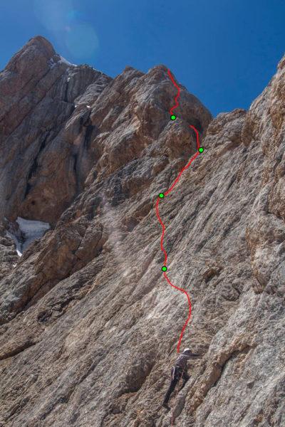 Обход башни 4-го жандарма в направлении провала в гребне (10–12-я веревки)