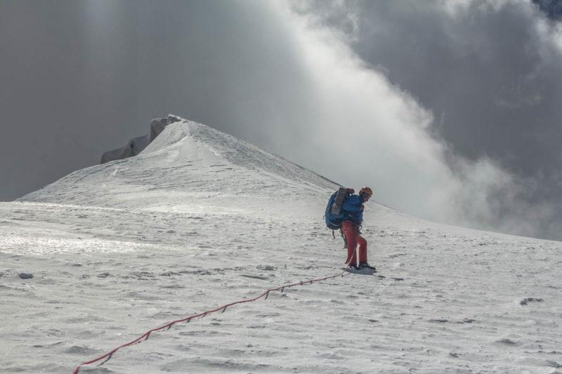 Движение в связках по снежно-ледовому склону верхней части С. гребня Б. Ганзы (5306)