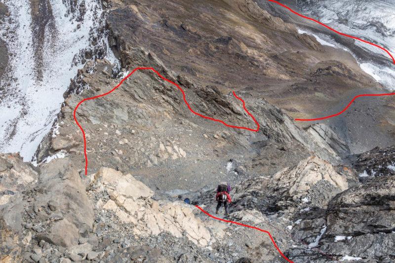 2-я и 3-я веревки дюльфера. Ниже показан участок пройденный пешком до второй скальной ступени