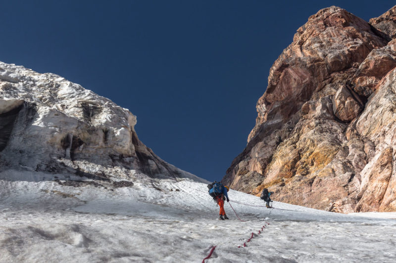 Спуск с перевала Гусева-Мухина Восточный