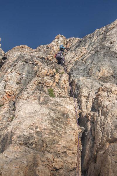 2-я веревка на подъеме к перевальному гребню Фанской сказки