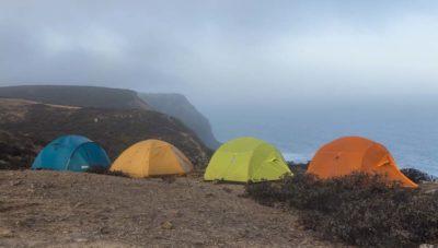 Лагерь на берегу океана