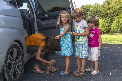 На своих машинах по Европе с детьми