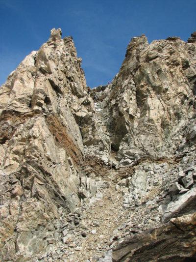 Спуск с в. Вуллея по скальному кулуару