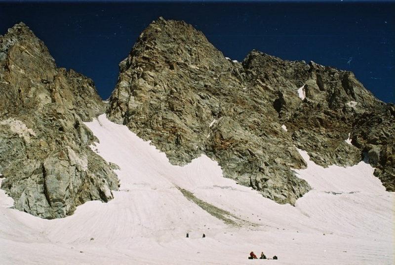 Перевал Плечо Адырсу (2А, 4050) с лед. Сев. Башиль