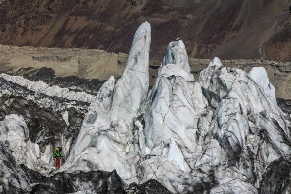 Ледовые сераки на леднике Бивачный