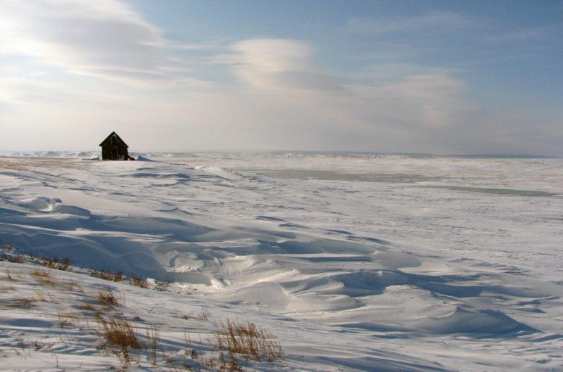 Домик метеостанции Наруйсаля на берегу Байдарацкой губы