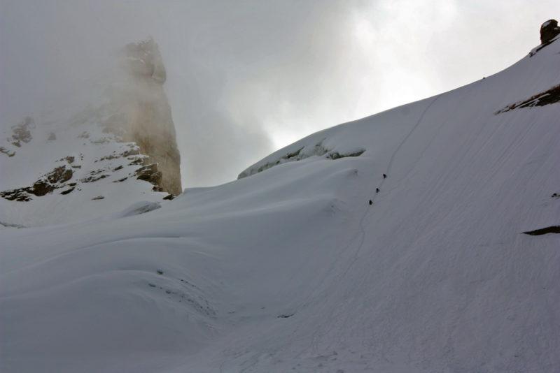 Спуск на ледник Советских Офицеров