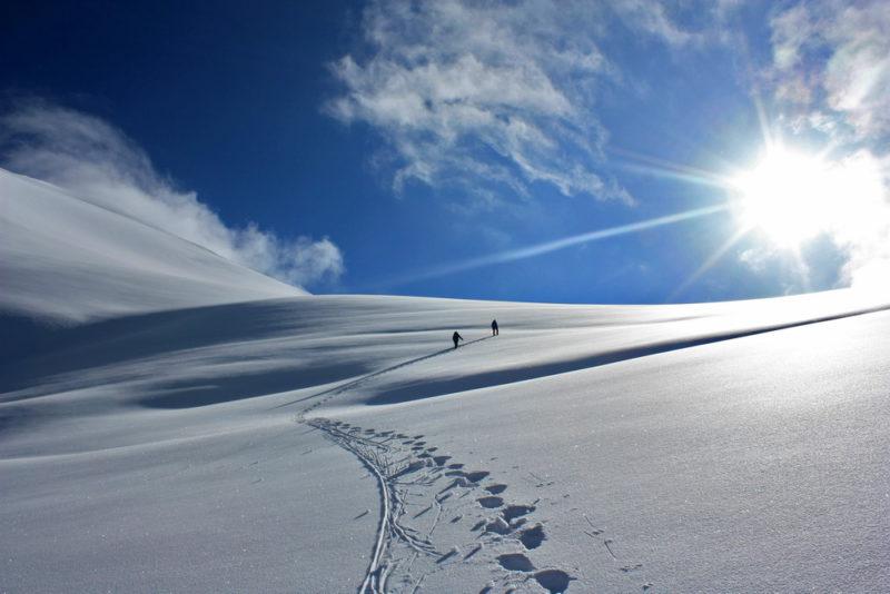 Выход на седловину перевала Двуглавый