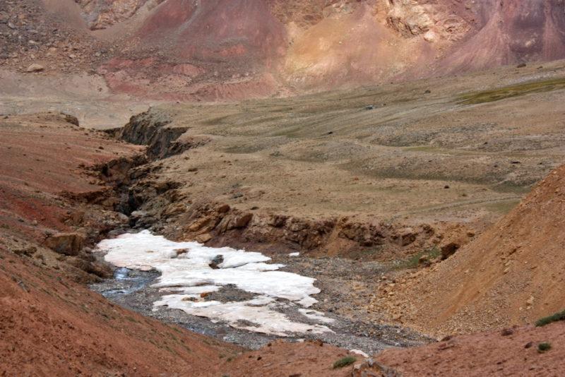Наледь в долине левого притока реки Зорташкол