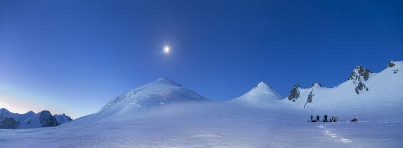 Пик Брат и пер Девяти с Софийского ледника