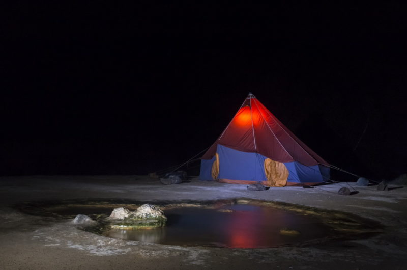 Лагерь на берегу источника