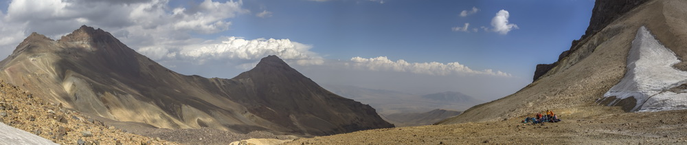 Северная и восточная вершины Арагаца с перевала 3800