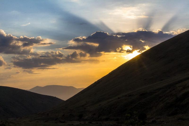 Закат в горах Армении
