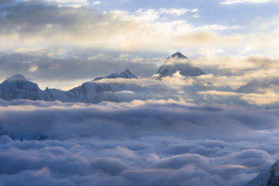 Хан-Тенгри в облаках