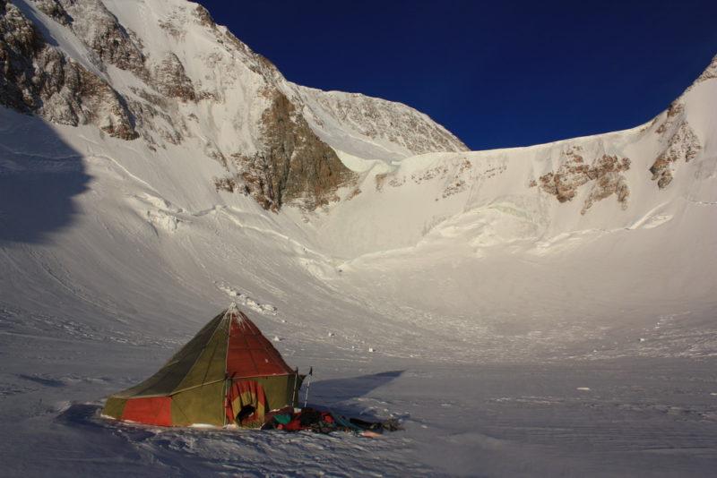 Нижний взлет (по центру) выводит на плато Вертикаль. Верхний (чуть левее) - на плато Революции