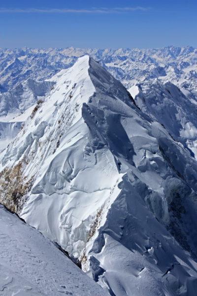 Пик 26 Бакинских комиссаров (6842 м)