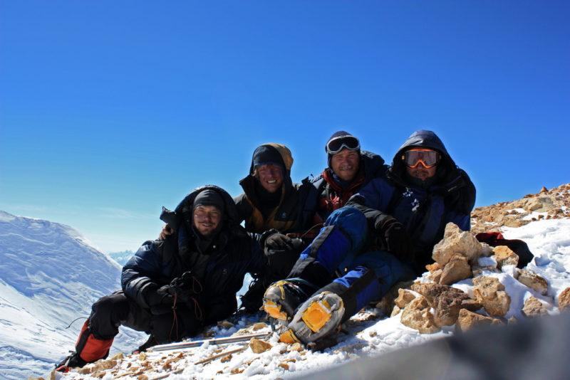 Команда Турклуба МАИ на вершине пика Революции