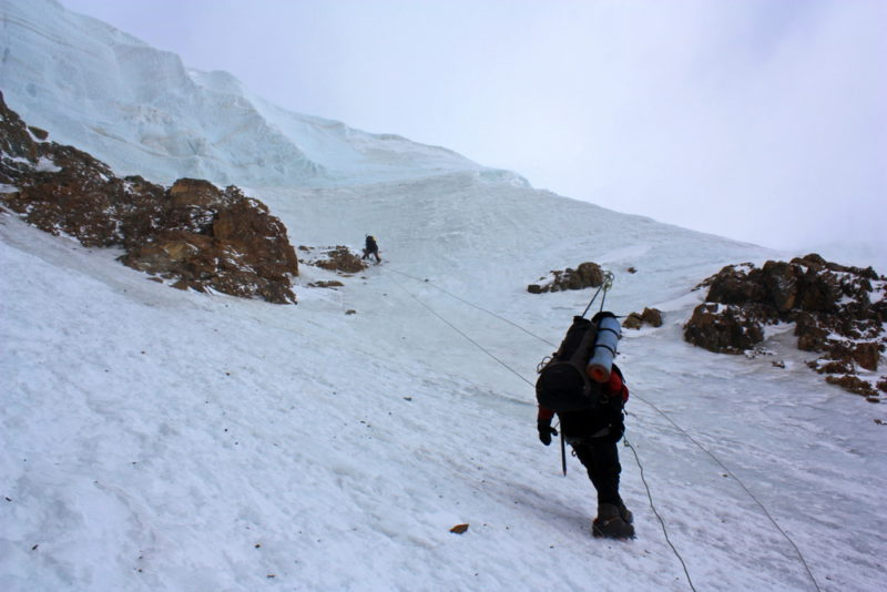 Спуск с плато перевала Вертикаль