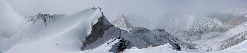 Панорама с гребня пика Советских Офицеров (6233 м)