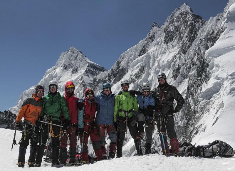 Команда Турклуба МАИ на перевале Шапак