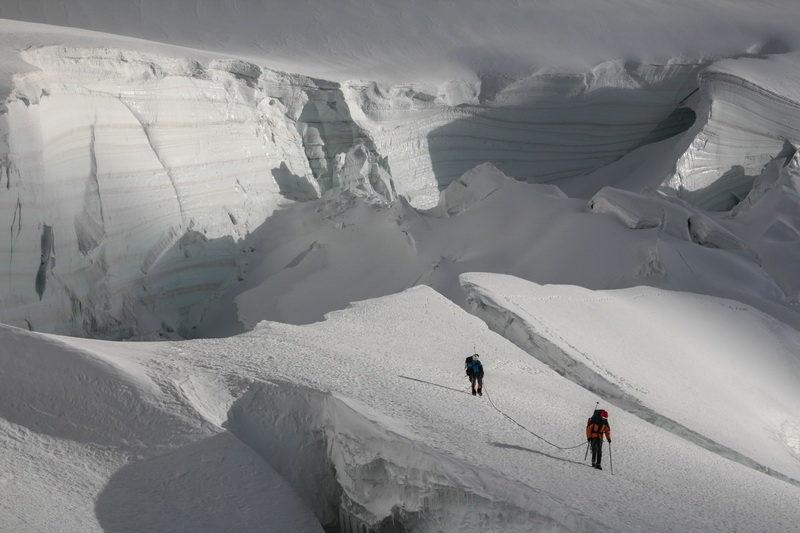 Связка в ледопаде ледника Северный