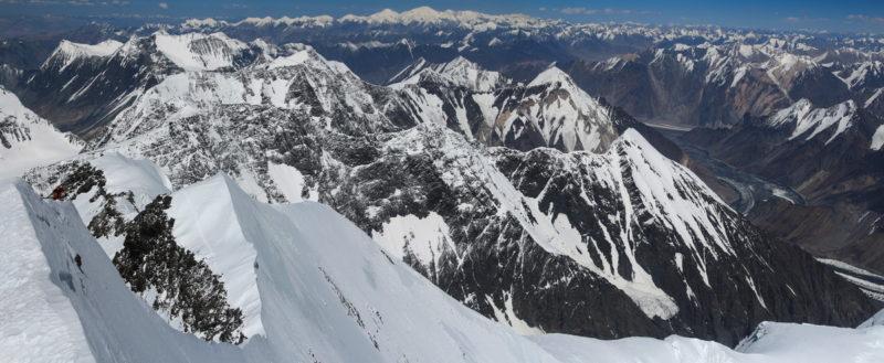 Вид с вершины пика Коммунизма на север