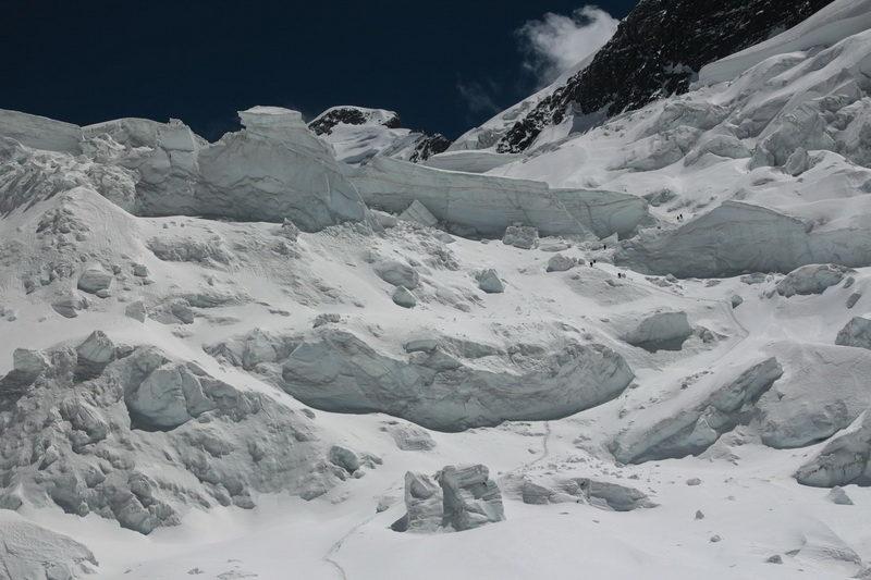 Спускаемся с третьей ступени ледопада лед. Северный