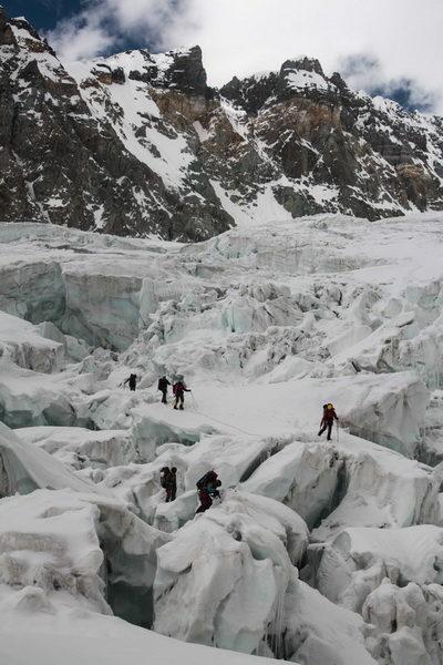 Прохождение первой ступени ледопада ледника Северный