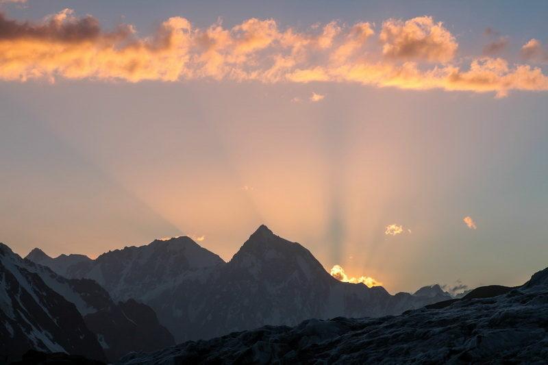 пик Тиндаль (5895) на закате