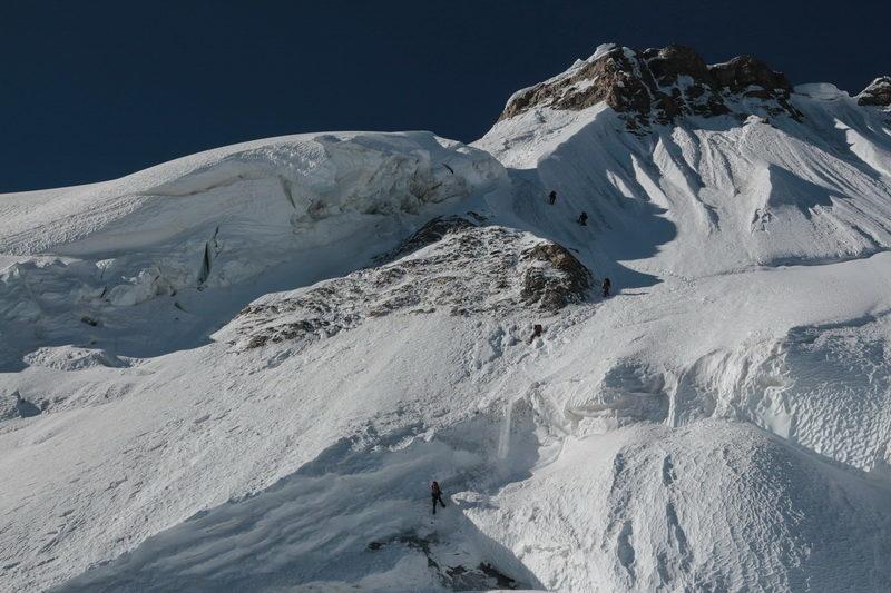 Спуск с перевала Наблюдений на ледник Шини-Бини