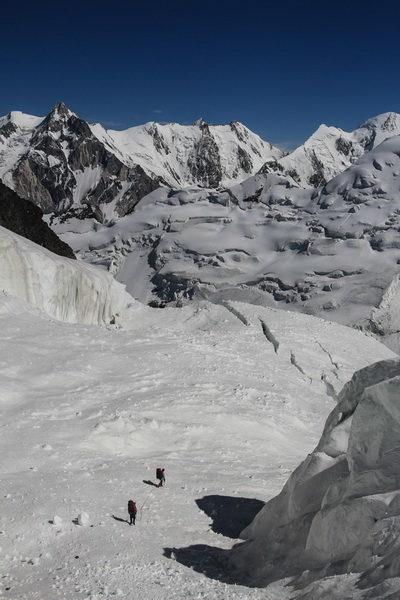 Спуск с ребра Абалакова на ледник Ошанина