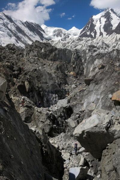 Каменно-ледовые дебри ледника Ошанина