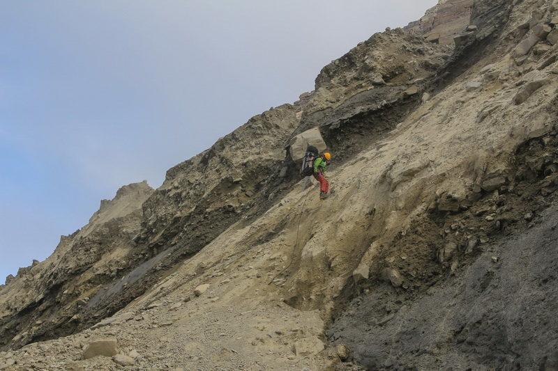 Спуск в ранклюфт ледника Ошанина