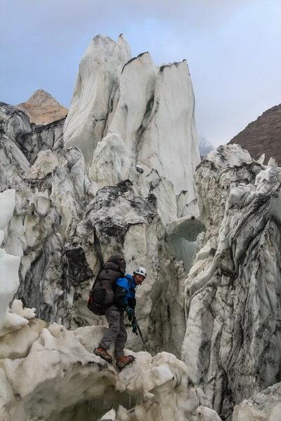 В ледопаде ледника Ошанина