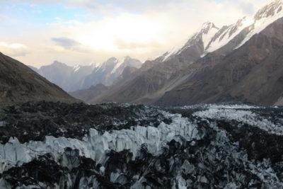 Ледник Бивачный с ледника Ошанина