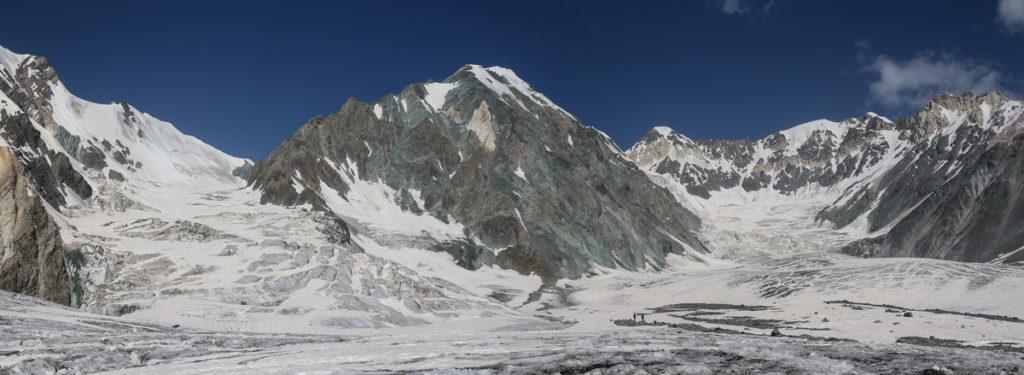 Слева перевал Тамара