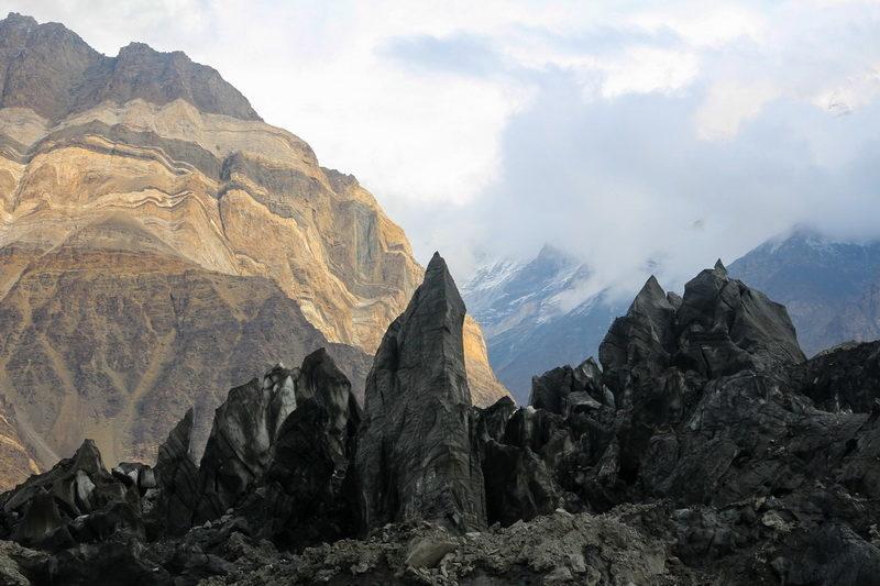 Сераки на леднике Бивачный