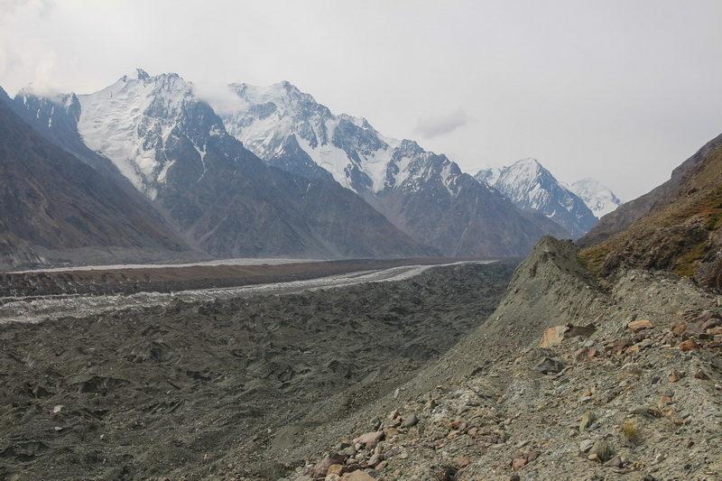 ледник Федченко от слияния с Бивачным