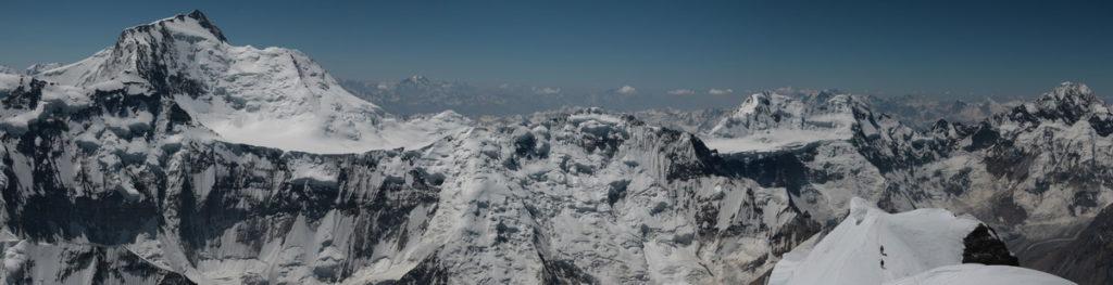 Панорама с вершины пика Евгении Корженевской